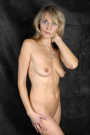 hot older milf adulate posing nude