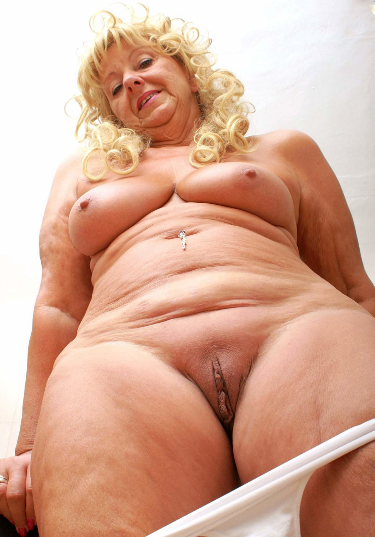 Crazy Fat Granny Pussy - MatureGrannyPussy.com